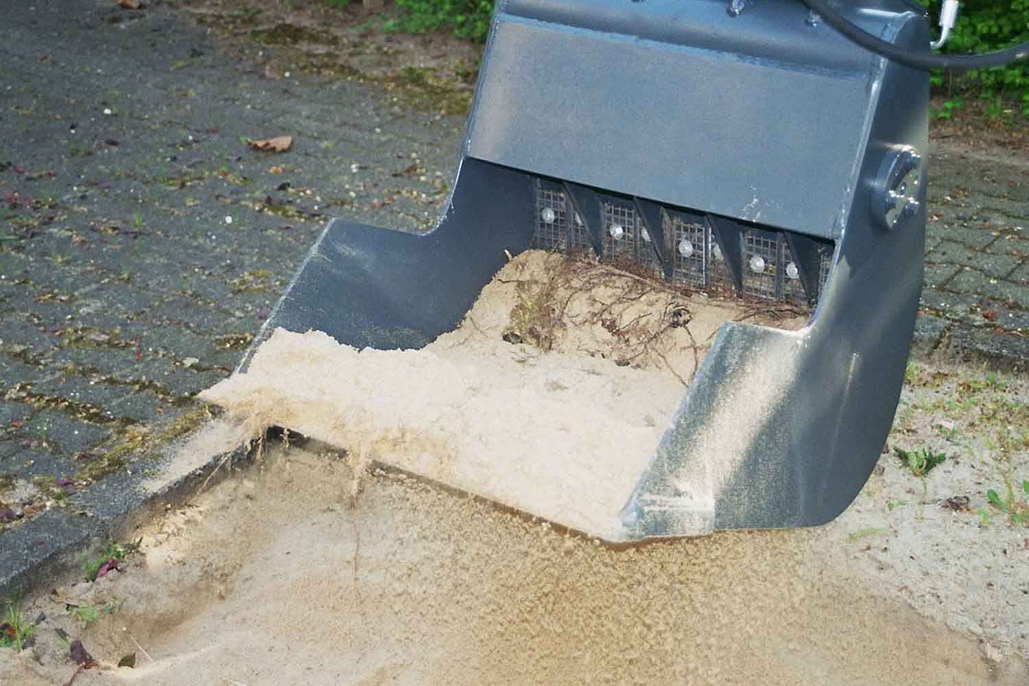 "Dappen Tool and mechanical engineering | Product in application | Takeuchi TB 016 with Dappen screening bucket ""B18-600-50S-W and inlay plates 10mm"" cleans sandpit Fig. 3"