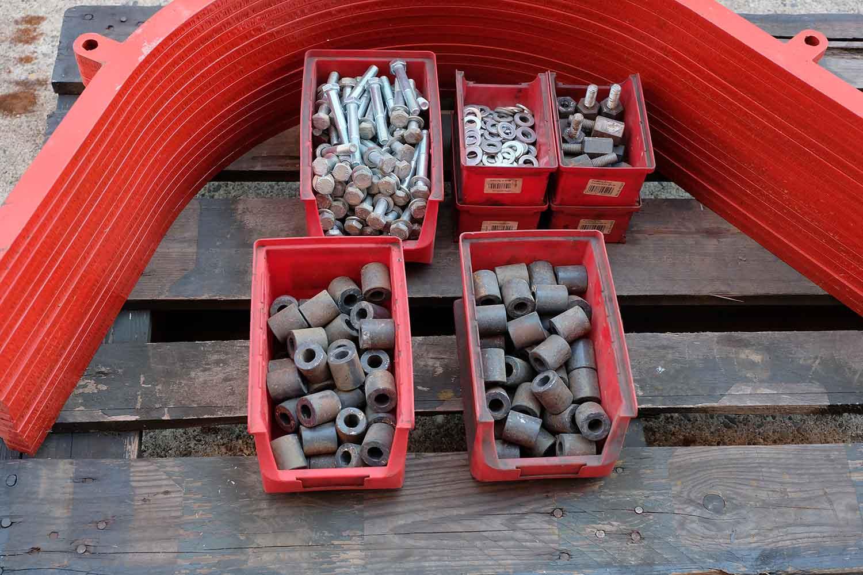 Dappen Werkzeug- und Maschinenbau | Produkte Dappen Verstellstangen für B44 - 80er Masche | Verstellstangen in rot mit Schrauben Bild 3