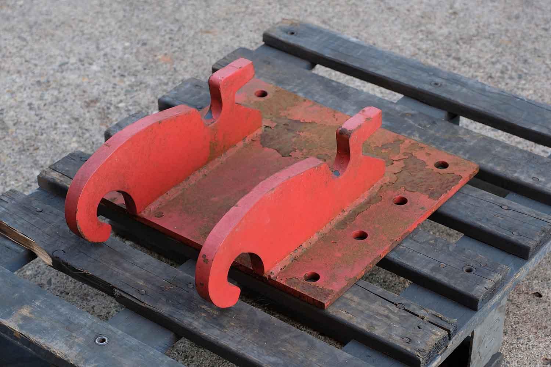 Dappen Werkzeug- und Maschinenbau | Products Dappen adapter plate Verachtert CW05 | red adapter plate