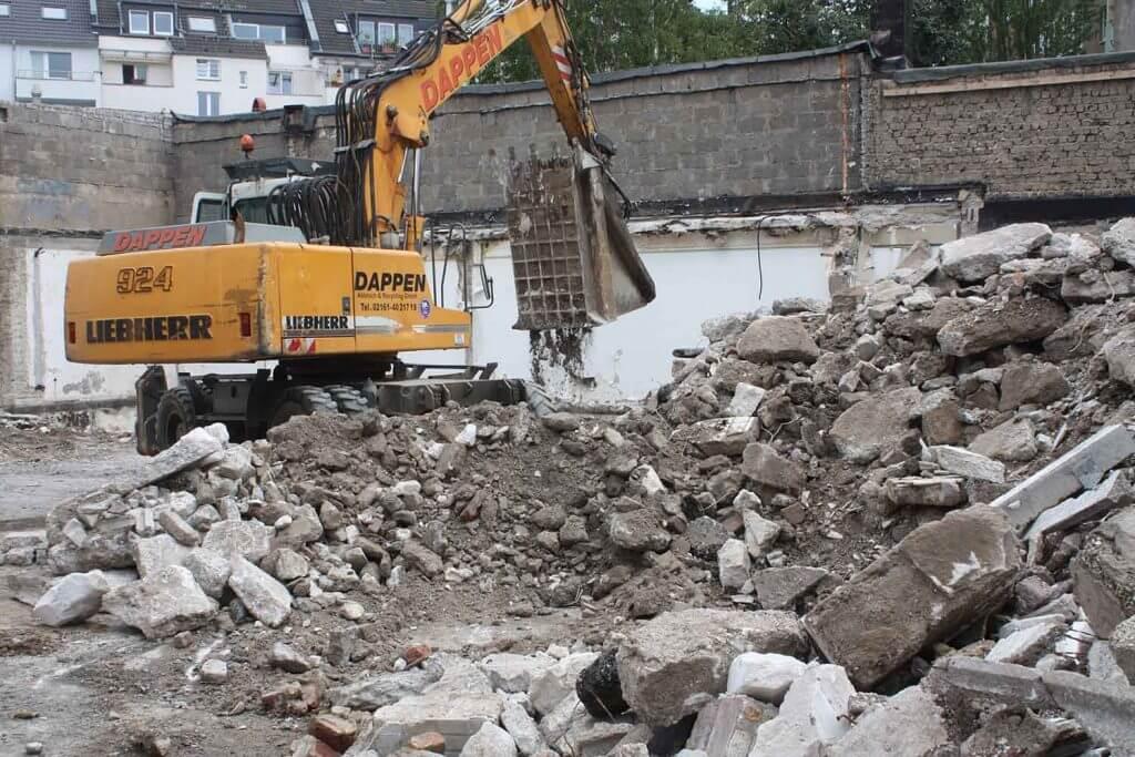 Dappen Werkzeug- und Maschinenbau | Dappen Brecherlöffel bricht Gesteinsmaterial auf Baustelle Bild 3