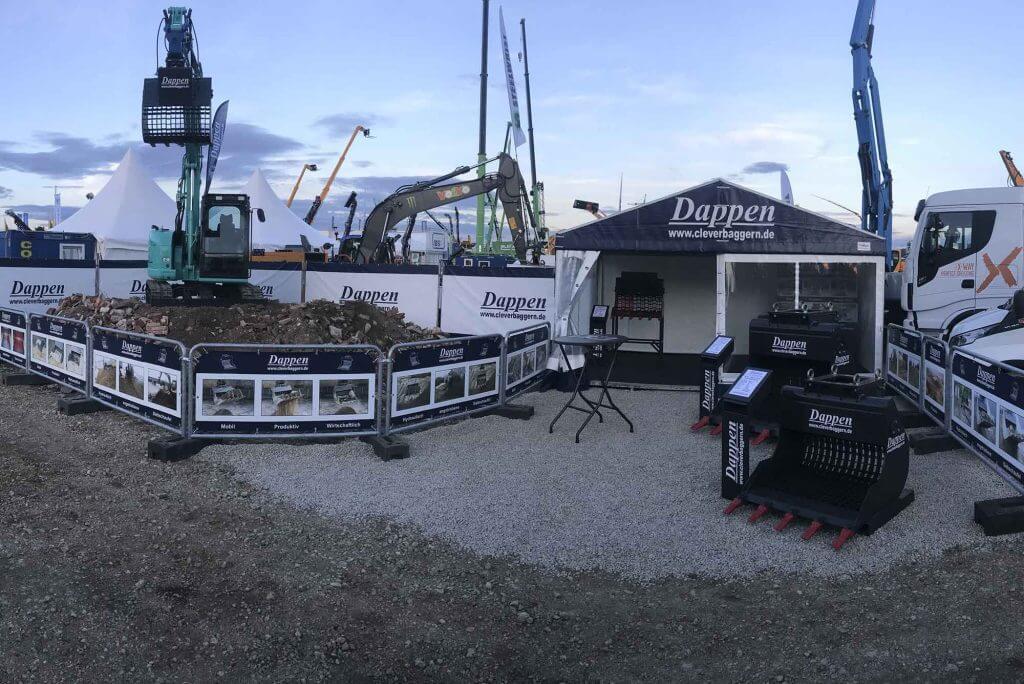 Dappen Werkzeug- und Maschinenbau | Dappen exhibition stand with excavator and Dappen screening bucket