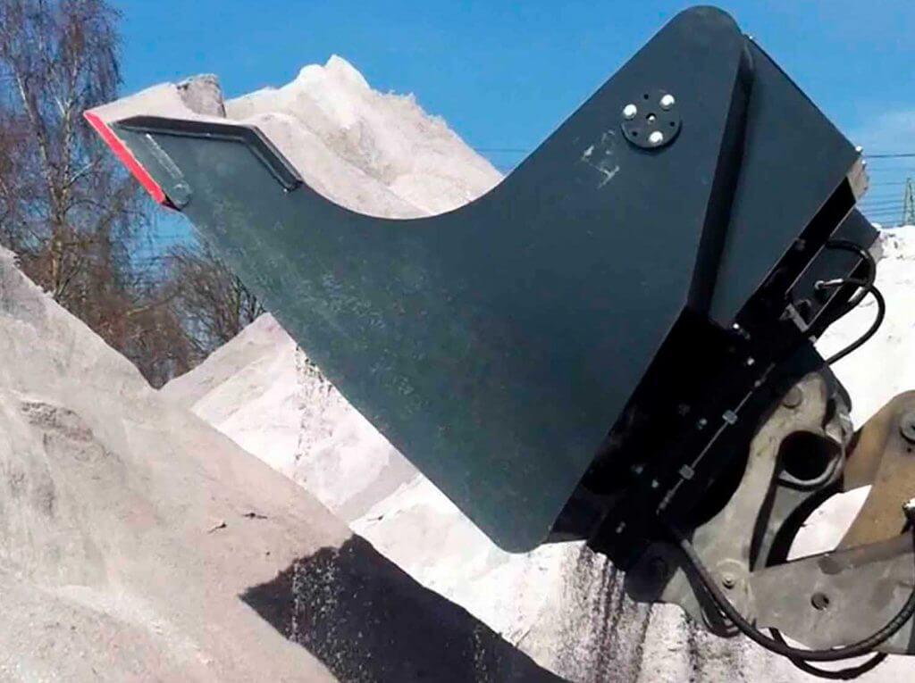 Dappen Werkzeug- und Maschinenbau | Dappen Siebschaufel im Einsatz | Dappen Siebschaufel Radladerschaufel siebt Sand Bild 3